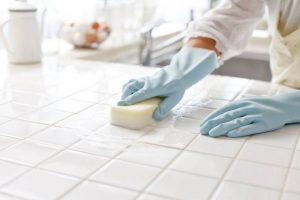 Coronavirus : eau de Javel, huiles essentielles… Attention aux accidents domestiques